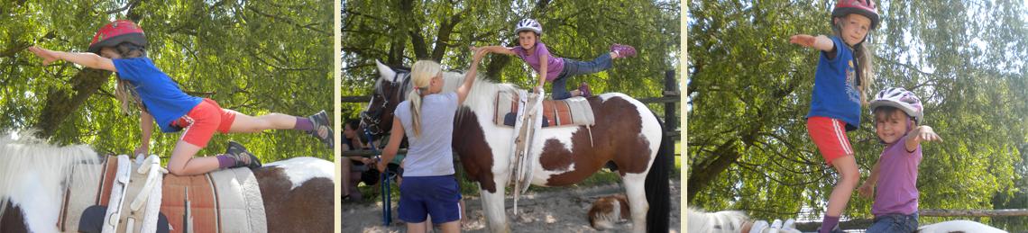 St Nikolaus Kinder mit Pferden